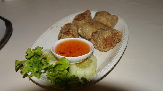 Je Ngor's Kitchen : Deep fried Thai-chinese dumpling appetizer