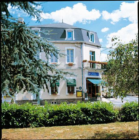 Hotel  De Paris : facade hotel
