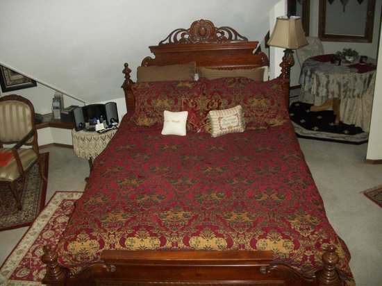 Franklin Street Inn Bed and Breakfast: The beautiful soft bed!