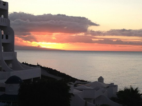 Santa Barbara Golf & Ocean Club: Sunrise over Gran Canaria.
