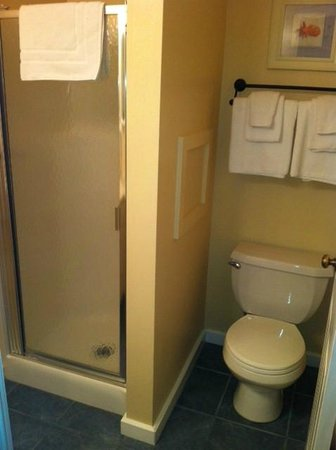 North Shore Inn: 1bd 1ba 204 bathroom