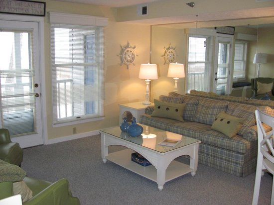 North Shore Inn: 1bd 1ba 204 living room area