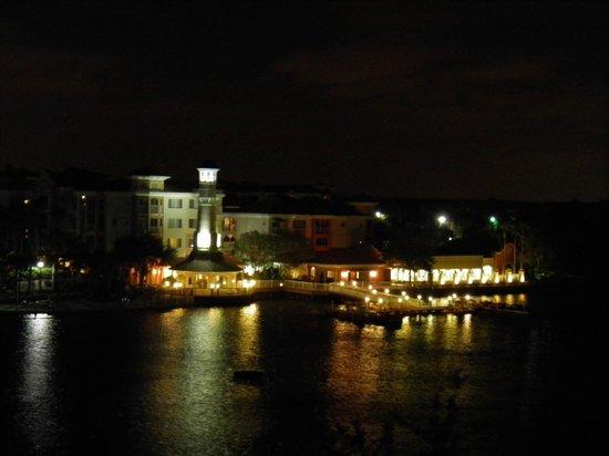 Marriott's Grande Vista: pretty at night