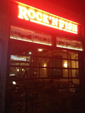 Rock'N Fish: Nice location and late dining