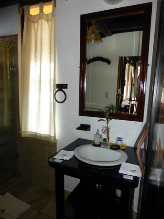 Napo Wildlife Center Ecolodge: Bathroom - Cabin 12