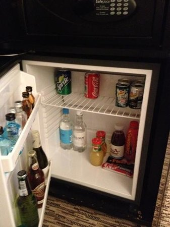 The Athenaeum Hotel & Residences: bar fridge