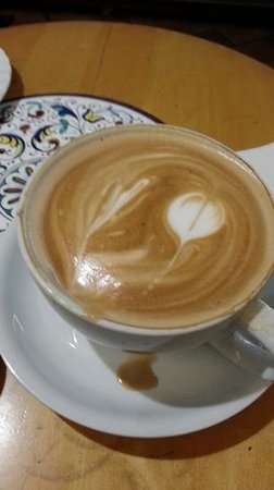 L'Aroma Cafe: Latte made with care