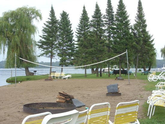 Cragun's Resort on Gull Lake : Beach Volleyball