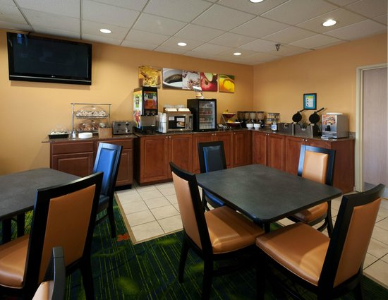 Fairfield Inn Pensacola I-10: Breakfast Area