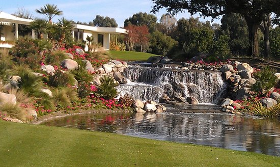 Sunnylands: Waterfall