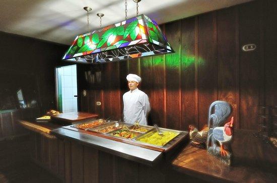 Trogon Lodge San Gerardo de Dota: Our dinner buffet
