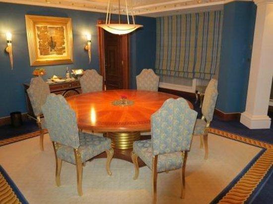 Burj Al Arab Jumeirah : Club Suite Esszimmer