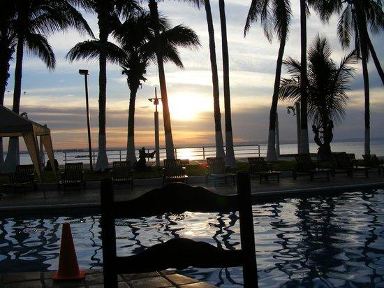 La Concha Beach Resort: Beautiful Sunset from Pool