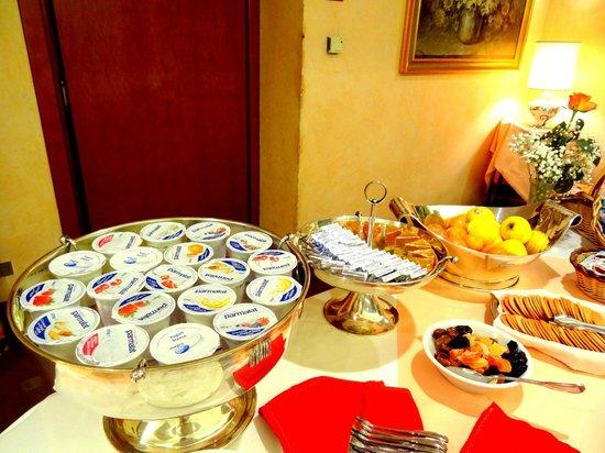 Hotel Diana : Yogurt, burrini r formaggini