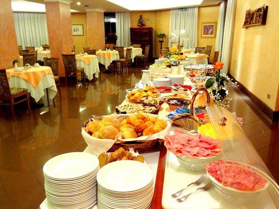 Hotel Diana : Colazione salata con affettati e formaggio