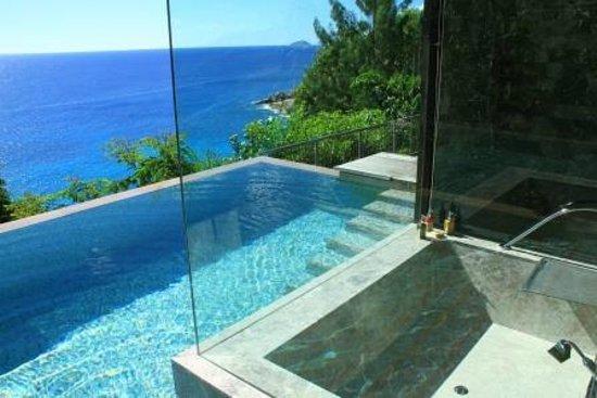 Four Seasons Resort Seychelles: Ausblick vom Badezimmer