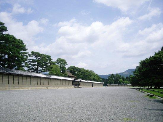 Ibis Styles Kyoto Station: 【京都御所】 広大な敷地内では緑豊かな自然に癒されます。