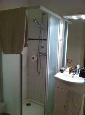 Le Magenta: salle de bain