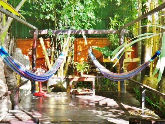 جولدن تيمبل فيلا: hammocks
