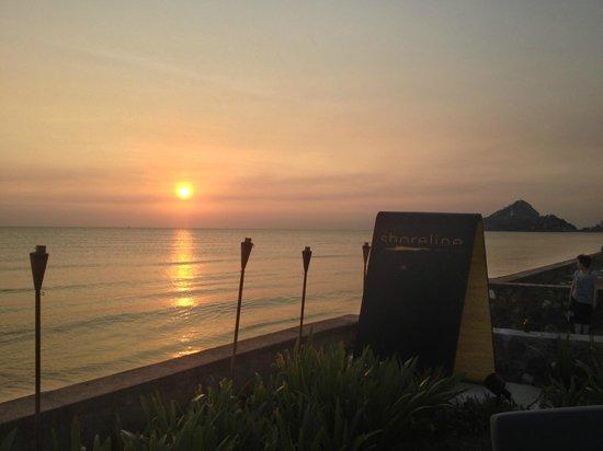 أماري هوا هن: Sunrise at Shoreline Cafe 