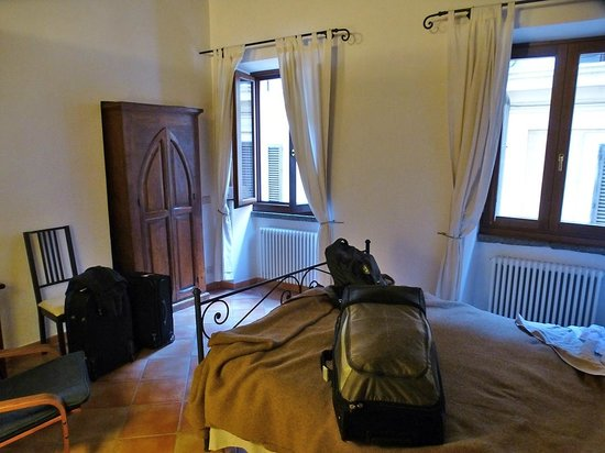Palazzo Olivia: The front bedroom of the Bartolo apartment