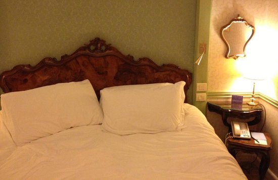 Hotel Papadopoli Venice - MGallery Collection: Comfortable double bed