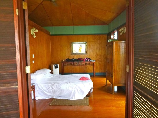 Cocos Cottages : main bedroom