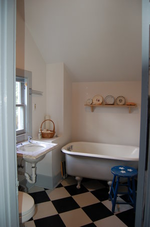 Fort Casey Inn: Bathroom 2