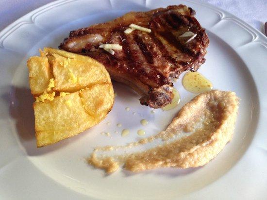 Foz Velha : Costeleta grelhada com batata rachada com raspa de limão