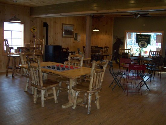Moose Muck Coffee House: Plenty of room inside.