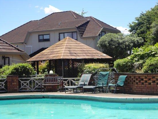 SilverOaks Resort Heritage : Pool Side