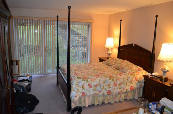 Birch Ridge Inn: Queen bed with Jacuzzi