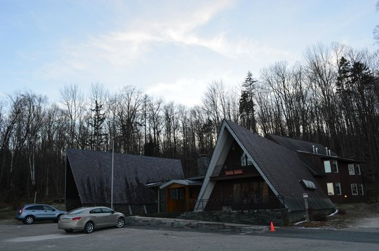 Birch Ridge Inn: On the parking lot - Great B&B