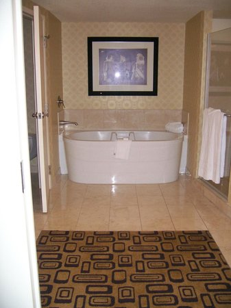Planet Hollywood Resort & Casino: Bathroom in Resort Room