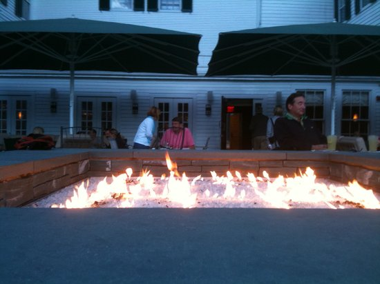 The Equinox Golf Resort & Spa: Evening cocktails at the fire pit