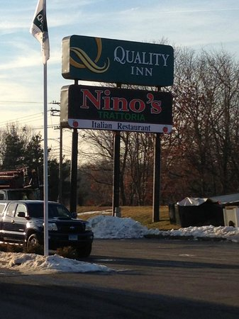 Quality Inn: Our new sign