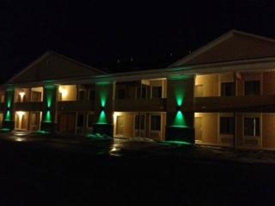 The Quality Inn Waterbury at night