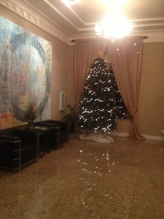 The Wyvern Hotel Punta Gorda: Lobby Christmas Tree