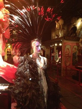 Musee des Arts Forains: More French fashion