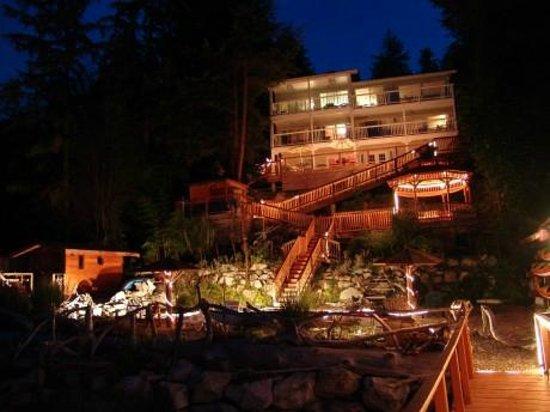 Oceanside Retreat : Oceanside B&B and SPA at night