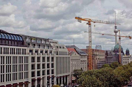 Grand Hyatt Berlin: Les grues ont disparu depuis....