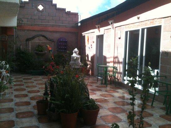 Casona de las Aves: common area and dining/kitchen area