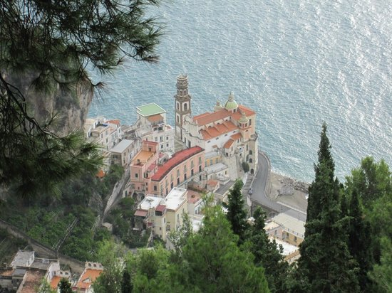 Agerola, Italy: Mountain Hike to Torre dello Ziro - view of town of Atrani