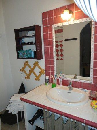 """Maison D'Hotes Le Colombier: Knusse badkamer met douche on """"Le Summit"""""""