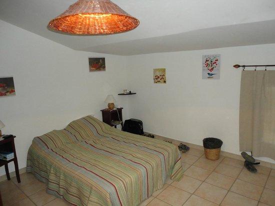 """Maison D'Hotes Le Colombier: 1e deel van de slaapkamer 'Le Summit"""""""