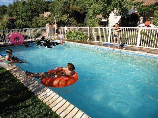 Maison D'Hotes Le Colombier: Zwembad