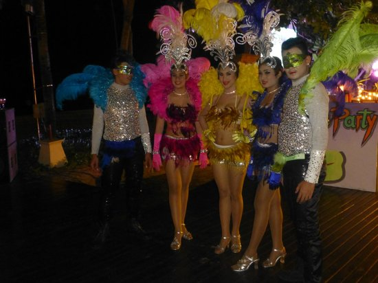 Layana Resort and Spa: dancers for new year