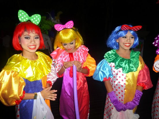 Layana Resort and Spa: entertainers