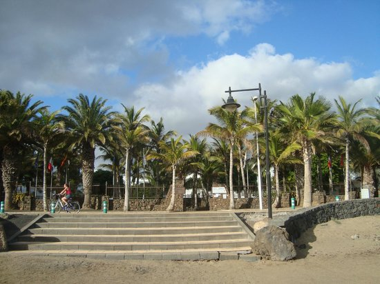 Hipotels La Geria: the hotel back gate, taken from the beach