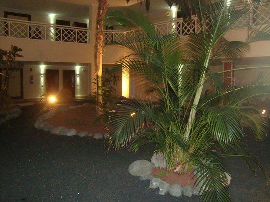 Hipotels La Geria: Indoor garden outside ground floor rooms